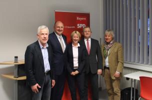v.l.n.r.: Helmut Jäger (OV Aschaffenburg Schweinheim-Gailbach), der Initiator der Veranstaltung; MdB Bernd Rützel; MdL Martina Fehlner; Dr. Gerald Heimann (ZENTEC); Benno Soder (Berufsausbilder-Verband Bayern)