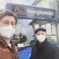 Michniok und Leiderer vorm Schnelltest-Bus